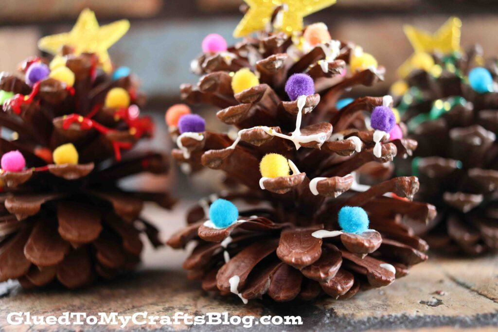 How to Make Pine Cone Christmas Trees - Kid Craft Idea For The Holidays