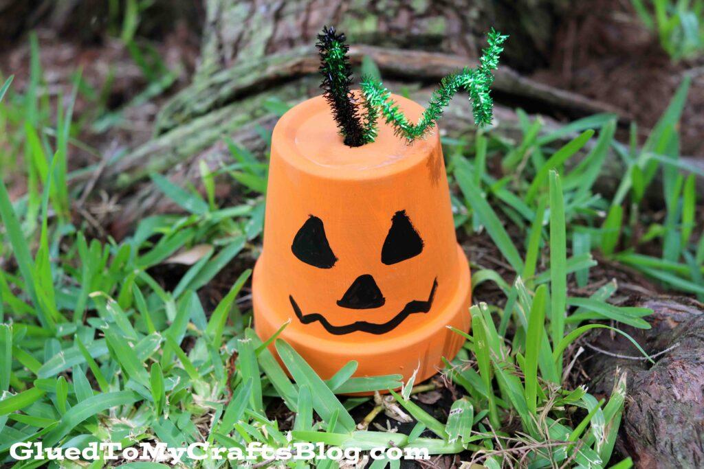 SUPER EASY Terra Cotta Pot Pumpkin Decor Piece - Kid Craft Idea For Fall
