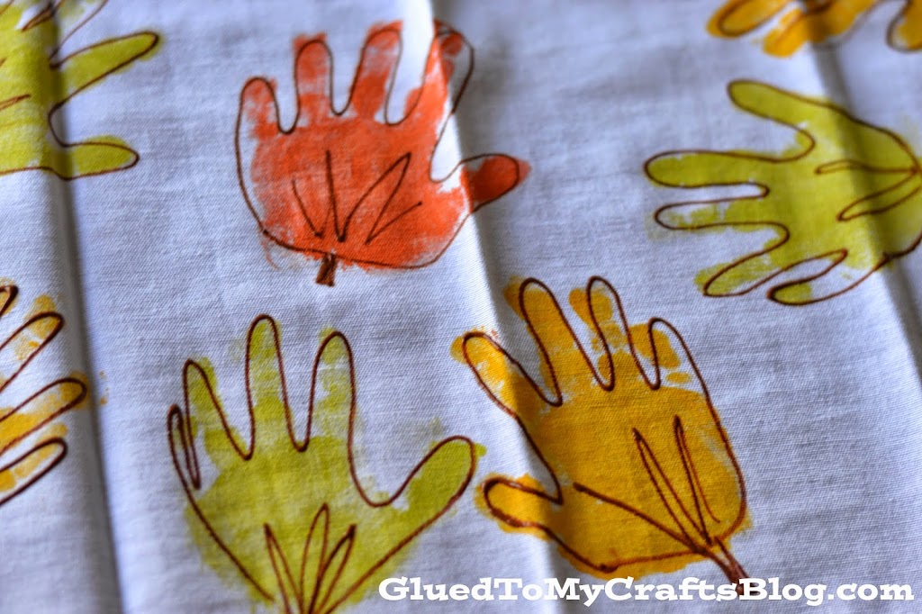 DIY Handprint Leaf Napkins {Craft}