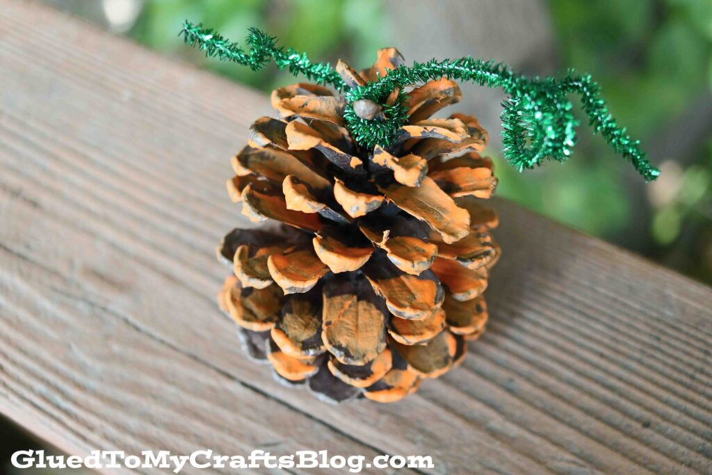 SUPER EASY Pinecone Pumpkin Craft Idea For Fall