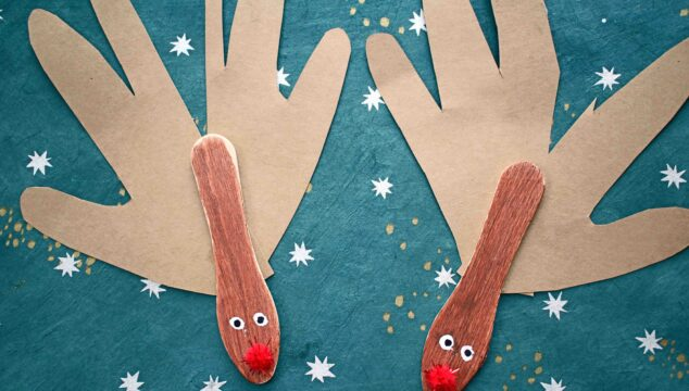 Scoop Stick Reindeer Puppets - Kid Craft