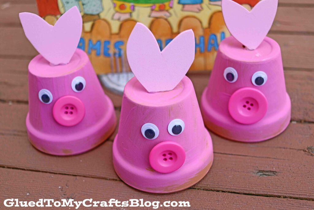 Terra Cotta Pot Three Little Pigs {Kid Craft}