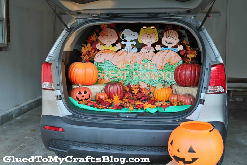 The EASIEST Great Pumpkin Trick or Trunk Display